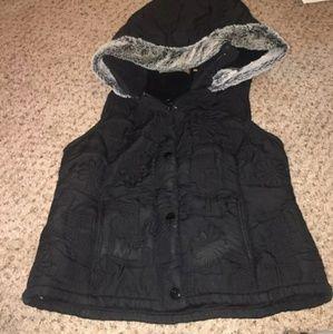 Vest w/ sherpa inside and foe hood